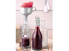 Kochen Sie nicht nur leckere Marmeladen, Konfitüren und Kompotts ein, sondern stellen Sie ihren eigenen Fruchtlikör her!
