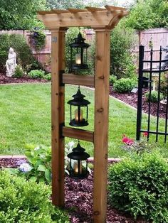 This is so cute, but with bird feeders and hanging baskets! Japanese Garden Design, Japanese Landscape, Fence Garden, Garden Art, Garden Landscaping, Building Plans, Building Ideas, Cafe Idea, Yard Design