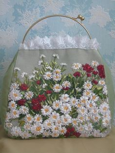 Wonderful Ribbon Embroidery Flowers by Hand Ideas. Enchanting Ribbon Embroidery Flowers by Hand Ideas. Embroidery Purse, Silk Ribbon Embroidery, Hand Embroidery Patterns, Embroidery Stitches, Embroidery Designs, Machine Embroidery, Ribbon Art, Patchwork Bags, Baby Set