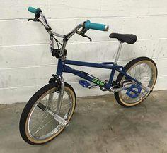 Ketch Custom blue with Hoffman bar Haro Bikes, Vintage Bmx Bikes, Old Scool, Bmx Flatland, Bmx Freestyle, Bike Frame, Electric Bicycle, Mountain Biking, Hot Wheels