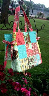 Here it is a tutorial for the Charm Pack Bag   This is a bag I started with a basic design and then developed along the way. My first o...
