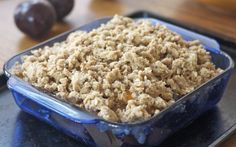 Excellent topping (and lots of it! We made ours with mirabelle and blackberry. Plum Crumble, Crumble Topping, Fall Desserts, Dessert Recipes, Plum Pie, Apple Crisp, Special Recipes, Baking Pans, Dishes