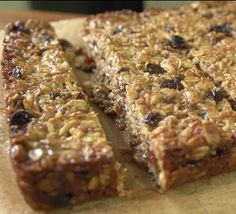 MAKE YOUR VERY OWN ENERGY BARS: http://thecyclingbug.co.uk/how-to/b/videos/archive/2015/05/11/how-to-make-energy-bars.aspx?utm_source=Pinterest&utm_medium=Pinterest%20Post&utm_campaign=ad #thecyclingbug #video #recipes #energybars #nutrition