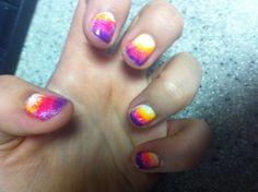 ombré sponge nails for summer. SO EASY!