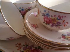 vintage american dinnerware … great flea market finds … use them instead of paper plates!