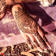 Cute henna design tattoo for beginners ? By: Henna Cute henna design tattoo for beginners ? By: Henna Henna Designs For Men, Henna Tattoo Designs Simple, Mehndi Designs Finger, Henna Designs Feet, Mehndi Designs For Beginners, Mehndi Designs For Fingers, Modern Mehndi Designs, Beautiful Mehndi Design, Tribal Henna Designs