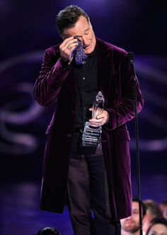 Williams pretends to wipe away a tear as he accepts the Favorite Scene Stealing Guest Star award at the People's Choice Awards in Los Angeles in January Kevork Djansezian, Getty Images for PCA Robin Williams Death, Robin Williams Quotes, Robert Williams, Madame Doubtfire, Captain My Captain, Mork & Mindy, Star Awards, Stand Up Comedians, Stand Up Comedy