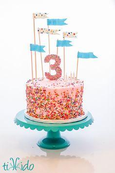 Waving Flag Cake Topper Tutorial | Tikkido.com