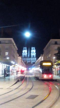 Cathédrale Sainte-Croix d'Orléans sous la pleine lune
