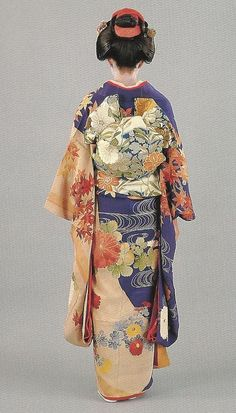 Scan Q3: Scan from book: 300 years of Japanese women's appearance, kimono, kanzashi etc.ISBN4-87940-541-8. The furisode and obi appear to date to the late 19th century. Image scanned by Lumikettu of Flickr
