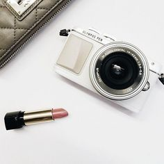 I love the idea of a cream and white camera. | Olympus PEN E-PL7