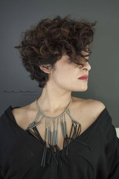 28 haircuts for short curly hair Curly Hair Cuts curly hair Haircuts short Short Choppy Haircuts, Haircuts For Curly Hair, Curly Hair Cuts, Wavy Hair, Bob Hairstyles, Curly Hair Styles, Frizzy Hair, Undercut Curly Hair, Short Hair Model