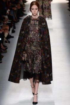 Look tapestry floreale Valentino
