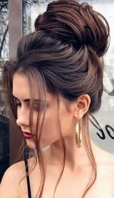 45 Stylish Prom Hairstyles Half Up Half Down – trendsoffashion.com #hairstyles #promhairstyles #hairstylesideas #ShortHairPonytailIdeas #SimpleElegantHairstyles Easy Bun Hairstyles For Long Hair, Short Hair Bun, Casual Hairstyles, Elegant Hairstyles, Wedding Hairstyles, Updo Hairstyle, Black Hairstyle, Bun Updo, Hairstyle Ideas