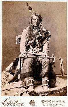 Crow man 1880 Photo by C. Source - Yale Collection of Western Americana, Beinecke Rare Book and Manuscript Library. American Crow, Native American Beauty, Native American Photos, Native American Tribes, American Indian Art, Native American History, American Indians, Native Americans, Crow Indians