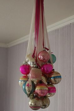 """Create an ornament """"chandelier"""" from vintage christmas balls Noel Christmas, Vintage Christmas Ornaments, Christmas Projects, Winter Christmas, Christmas Tree Decorations, Holiday Crafts, Christmas Balls, Christmas Chandelier, Pink Christmas"""