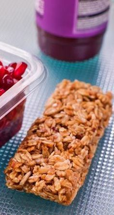 Müsliriegel selber machen Information and tips to make muesli bars themselves: Our recipe for muesli bars provides a filling and tasty bar as a meal for … Protein Desserts, Protein Snacks, Healthy Dessert Recipes, Snack Recipes, Protein Dinner, Dinner Recipes, Snacks To Make, Easy Snacks, Easy Meals