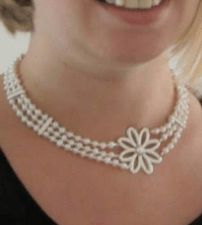 Freshwater pearl bloom necklace with Swarovski elements