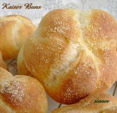 The kaiser roll or bun has a very nice soft crumb with a crisp, crusty and slightly chewy exterior. The secret to making a good kaiser accor. Austrian Recipes, Turkish Recipes, Kaiser Roll Recipe, Vienna Bread, Homemade Dinner Rolls, Homemade Breads, Hard Rolls, German Bread, Bread Maker Recipes