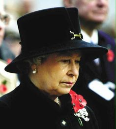 """""""You don't see the Queen crying very often. This was the first Remembrance Day service after her mother died – the Queen mother used to lay the wreath every year. The Queen stood in for her and was visibly upset. God Save The Queen, Hm The Queen, Royal Queen, Her Majesty The Queen, Windsor, Lady Diana, Prinz Philip, Die Queen, Queen Hat"""