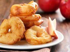 Beignets aux pommes : oeuf, pomme, lait, farine, huile de friture, levure chimique, sel