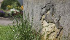 Einhorn. Wappentier von Schwäbisch Gmünd. Impressionen vom Dreifaltigkeitsfriedhof.
