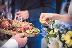 Kings Arms Hotel Christchurch wedding catering drinks reception canapés.  Photography by one thousand words wedding photographers