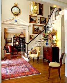 The 10 Best Home Decor (with Pictures) - Foyer via . The 10 Best Home Decor (with Pictures) - Foyer via Traditional Interior, Traditional House, Traditional Decorating, Foyer Decorating, Interior Decorating, Decorating Tips, Style At Home, Beautiful Interiors, Beautiful Homes