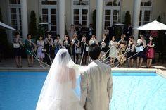 プールをまたぐ演出も♡思い出の結婚式の写真。ブーケプルズのウェディング・ブライダルフォト一覧♡