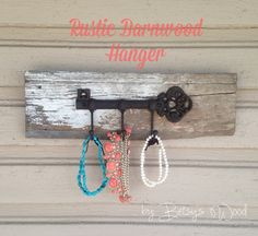 Barn wood Antique Jewelry Hanger. Unique rustic home decor /// ANTHROPOLOGIE inspired on Etsy