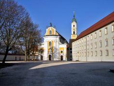 Klosterkirche in Ochsenhausen, rechts der sogenannte Fürstenbau.