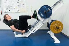 Vyötärölle kerääntynyt rasva voi olla haitallista terveydelle. Liikuntafysiologi ja personal trainerina työskentelevä liikuntabiologi kertovat, mistä rasvan kerääntyminen johtuu ja miten siitä pääsisi parhaiten eroon. Personal Trainer, Gym Equipment