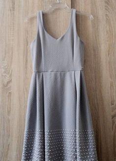 Kup mój przedmiot na #vintedpl http://www.vinted.pl/damska-odziez/krotkie-sukienki/15630609-szara-rozkloszowana-sukienka-z-perelkami-mohito-3436-xss