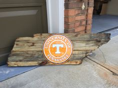 Tennessee cutout built with reclaimed pallet wood