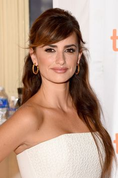 "Penelope Cruz Photos - Actress Penelope Cruz attends the ""Ma Ma"" premiere during the 2015 Toronto International Film Festival at The Elgin on September 2015 in Toronto, Canada. Formal Hairstyles For Long Hair, Down Hairstyles, Straight Hairstyles, Wedding Hairstyles, Gorgeous Hairstyles, Hairdos, Penelope Cruze, Toronto, Half Up Half Down Hair"