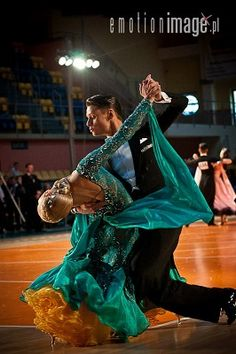 Classified Ads: Costumes: Emerald and Yellow ballroom gown Latin Ballroom Dresses, Ballroom Dance Dresses, Ballroom Dancing, Lindy Hop, Ballet, Samba, Tango, Dance Fashion, Dance Pictures