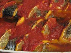 Macrou cu roşii, usturoi şi lămâie la cuptor - reţetă culinară Ratatouille, Ethnic Recipes, Food, Hoods, Meals