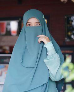Niqab Fashion, Muslim Fashion, Islamic Fashion, Girl Fashion, Arab Girls Hijab, Muslim Girls, Casual Hijab Outfit, Hijab Chic, Beautiful Muslim Women