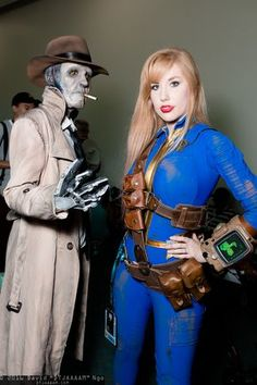 Nick Valentine and Sole Survivor (Fallout at SDCC 2016 Fallout Costume, Fallout Props, Fallout Fan Art, Fallout Cosplay, Epic Cosplay, Amazing Cosplay, Cosplay Girls, Fallout Weapons, Group Cosplay