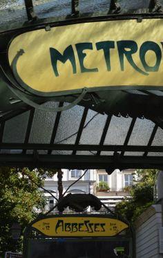 ©Vincent Brun Hannay Paris métro Abbesses Tour Eiffel, Pigalle, Metro Paris, Have A Nice Trip, Louvre, U Bahn, Pure Romance, Most Beautiful Cities, Paris Travel