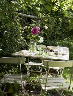 outdoor table/chairs- I have to be honest, i LOVE this style chair.