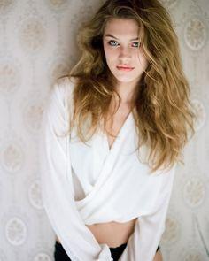 andrepfuetzenreuter_fotografie The power of overexposed, expired Kodak Portra 400vc 👻 #pentax67 #pentax6x7 #pentaxboudoir #kodakportra400vc #portra400vc #onfilm #120love #filmphotography #filmisnotdead #35to220 #believeinfilm #filmandfriends #analogfeatures Model: @johanna_scha_ Agency: @eastwestmodels H&M: @libella_hair_and_make_up