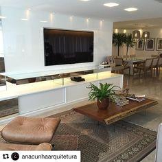 #Repost @anacunhaarquitetura with @repostapp ・・・ Móvel home com iluminação embutida e mobiliário  com materiais diversos criando um decor descontraído !!!! #instahome #instadesign #home #homecinema #saladetv #moveltv #iluminação #iluminacaoembutida