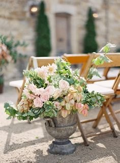 Blush and green ceremony flowers.