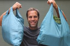Six people who have mastered the art of plastic-free living and are sharing their experiences, impressions and tips to make the task a little easier for the rest of us. Curious George, Jack Johnson, One Green Planet, Waste Reduction, Bpa Frei, No Waste, Green Living Tips, Eco Friendly House, Green Life