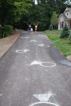 Bridal Shower | Chalk the driveway up to the front door - Love this photo! Great bridesmaid photo