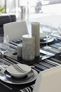 Chiralt Arquitectos I Decoración mesa comedor en vivienda moderna.