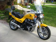 One of my most favorite bikes I have owned. A 1996 Honda Nighthawk 750 with a Russell's day long saddle.