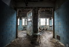 フォレストヘブン精神病院はD.Cからほど近い場所にある精神病院の廃墟です。規模は大きく、いくつもの病院関連施設が残されています。 The Forest Heaven Asylum, close to D.C., is an abandoned asylum.