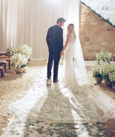 Are you trying to spot some of the best Lauren Conrad wedding photos? This article will provide you all the fabulous details about Tell and Conrad's wedding.